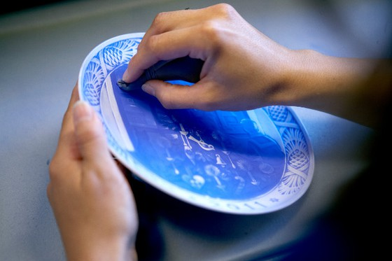 Painting the Christmas plate